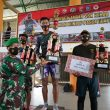 Danrem 162/WB Serahkan Piala Pemenang Pekan Olahraga Satgas Zeni TNI