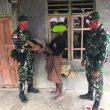 Warga Henes Serahkan Dua Pucuk Senjata Rakitan Kepada Pos Lakmars Satgas Yonif 742/SWY