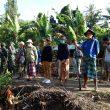 Pasukan Emak-Emak Berjibaku di Lokasi TMMD : Angkut Batu, Nyangkul hingga Dorong Gerobak