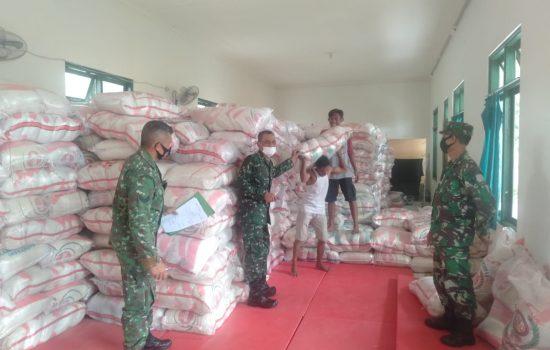 Korem 162/WB Salurkan 100 Ton Beras Bantuan Bapak Presiden Joko Widodo Kepada Masyarakat NTB.